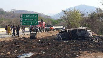 Choque entre camioneta y tráiler en Chilpancingo deja cuatro muertos. (Noticieros Televisa)
