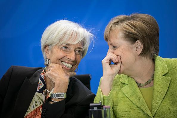 Christine Lagarde, directora gerente del FMI, y Angela Merkel, canciller alemana. (Getty Images)