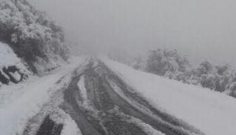 Las autoridades mantienen un operativo en el tramo carretero como 'Las emes', por la intensa nevada (Gobierno de Chihuahua)