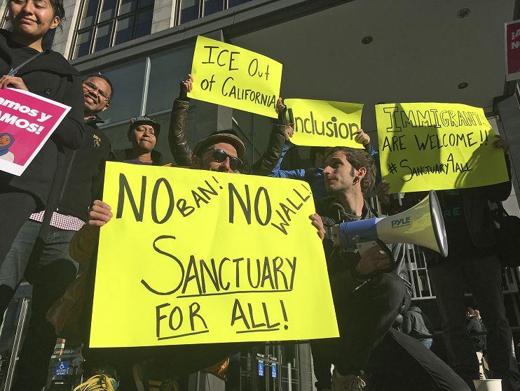 Las 'ciudades santuario' protegen a los migrantes. (AP, archivo)