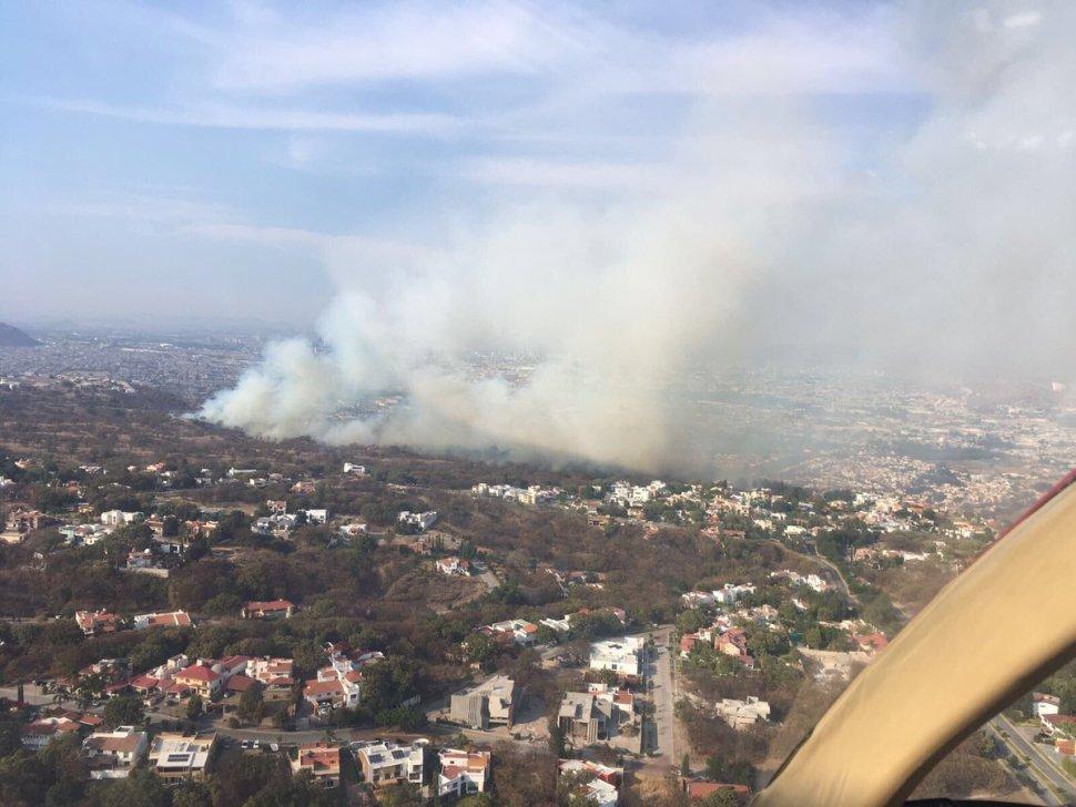 Controlan incendio en el Bosque de la Primavera. (Twitter @CONAFOR)