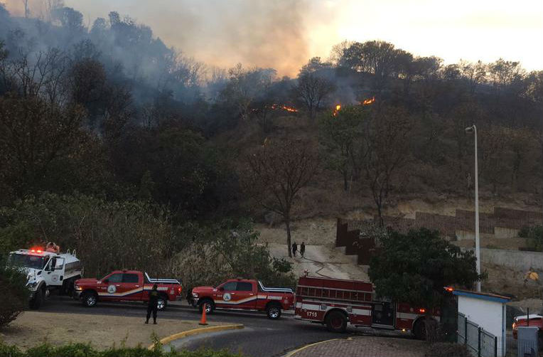 Controlan incendio en el Cerro Bugambilias. (Twitter @CONAFOR)