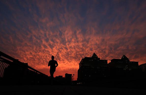 Hombre se ejercita en Nueva Jersey, Estados Unidos (Getty Images, archivos)