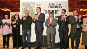Un grupo de rock sinfónico interpretó los éxitos de Bowie. (Twitter: @UKinMexico)