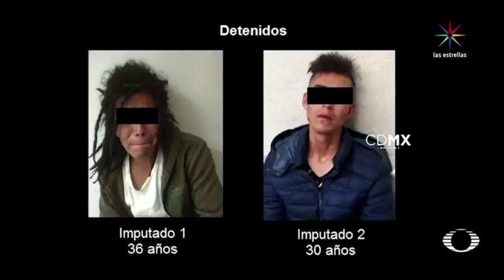 A los dos delincuentes les decomisaron dos cuchillos, casi tres mil pesos y un recipiente con líquido flamable. De acuerdo con la Secretaría de Seguridad Pública capitalina, uno de los detenidos, de 30 años, cuenta con ocho ingresos al reclusorio por robo e intento de homicidio. (Noticieros Televisa)