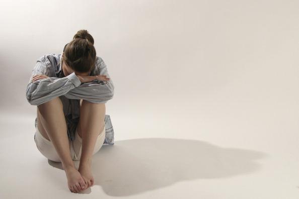 Mujer padece depresión; la CNDH pide que el padecimiento sea reconocido como causa de discapacidad laboral (Getty Images, archivo)