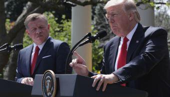 El presidente de Estados Unidos, Donald Trump, y el rey Abdullah II de Jordania participan en una rueda de prensa conjunta en el Jardín de las Rosas de la Casa Blanca, en Washington, DC. (Getty Images)