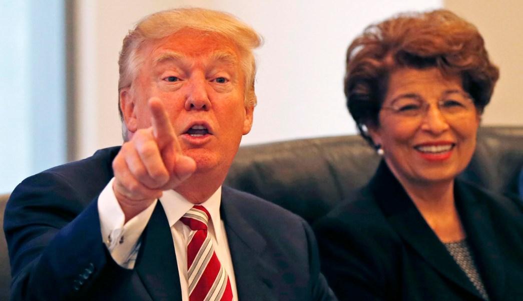 Donald Trump y Jovita Carranza durante la campaña. (AP/Archivo)