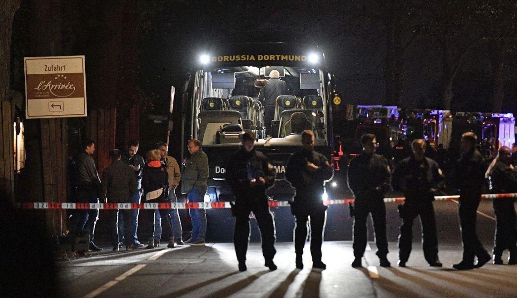 Investigadores alemanes tratan de probar la veracidad de un email que recibió el diario berlinés Tagesspiegel, en el que el supuesto autor del atentado contra el Borussia Dortmund menciona a Hitler y afirma que el ataque fue una 'última advertencia'. (AP, archivo)