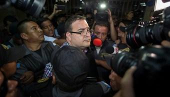 Javier Duarte, exgobernador de Veracruz, llega a sala de tribunal en Guatemala (AP)