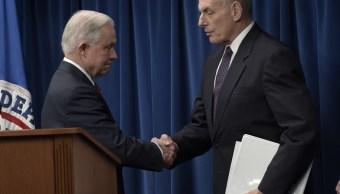 El fiscal general de Estados Unidos, Jeff Sessions, y el secretario de Seguridad Nacional, John Kelly, durante una conferencia de prensa.
