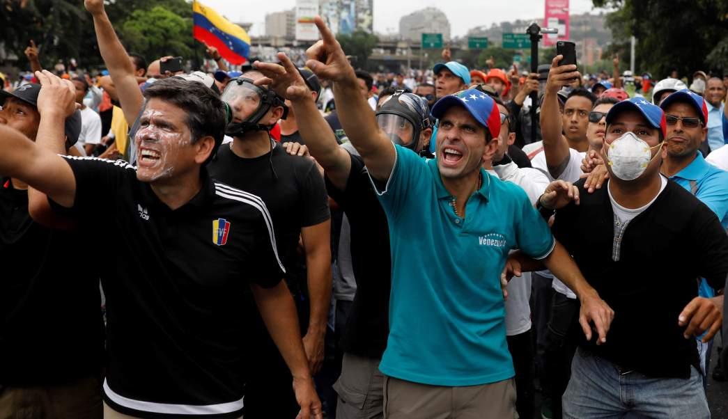 El líder opositor Henrique Capriles protestó contra el gobierno del presidente Nicolás Maduro en las calles de Caracas.