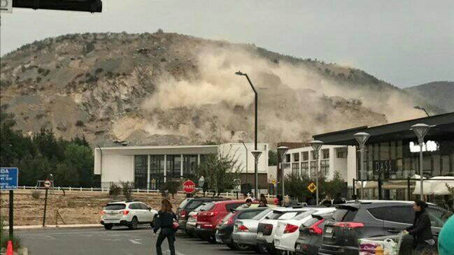 El sismo de magnitud 7.1 provocó un deslizamiento de tierra en el poblado chileno de Chicureo.