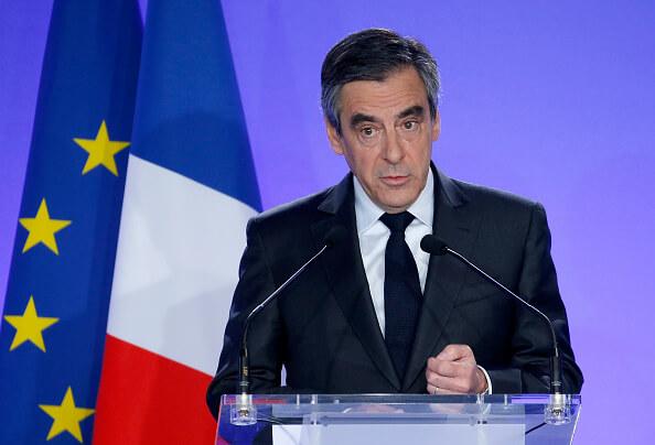 """El escándalo, revelado por el semanario """"Le Canard Enchaîné"""", hundió a Fillon en los sondeos. (Getty images, archivo)"""
