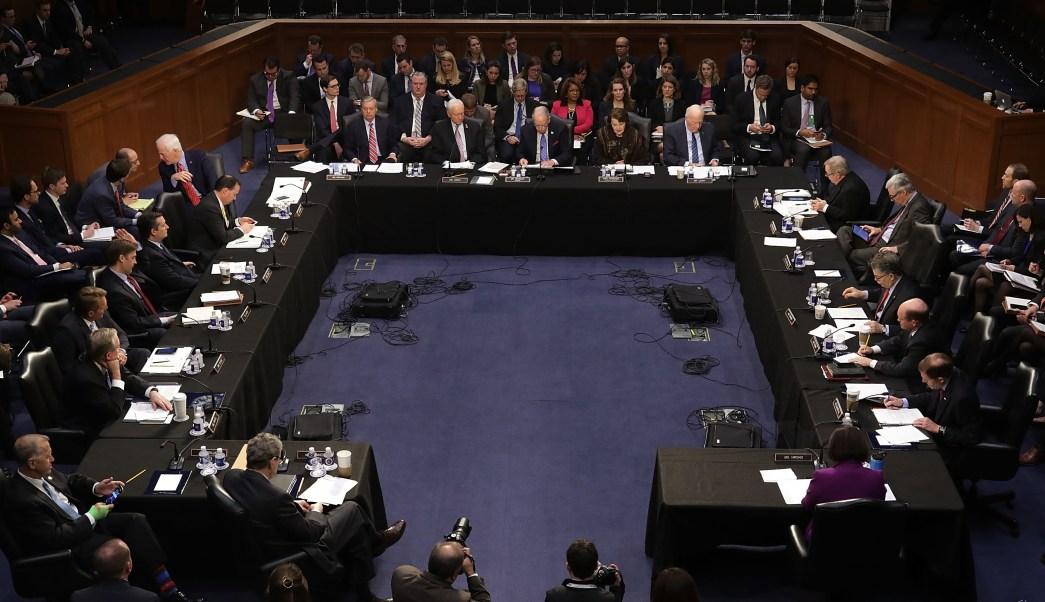 Los miembros del Comité Judicial del Senado votan la nominación de Neil Gorsuch para juez de la Corte Suprema.
