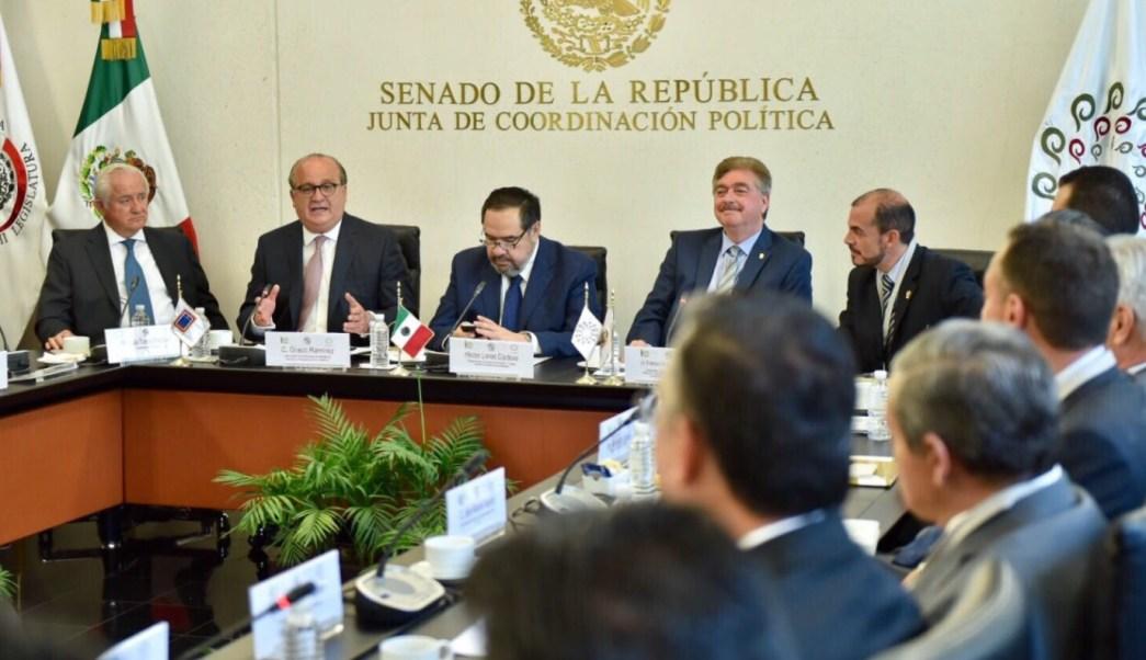 El presidente de la Conago, Graco Ramírez, acudió al Senado para expresar el apoyo a la iniciativa que crea la Comisión Nacional de Fomento a la Industria Vitivinícola. (Twitter: @gracoramirez)