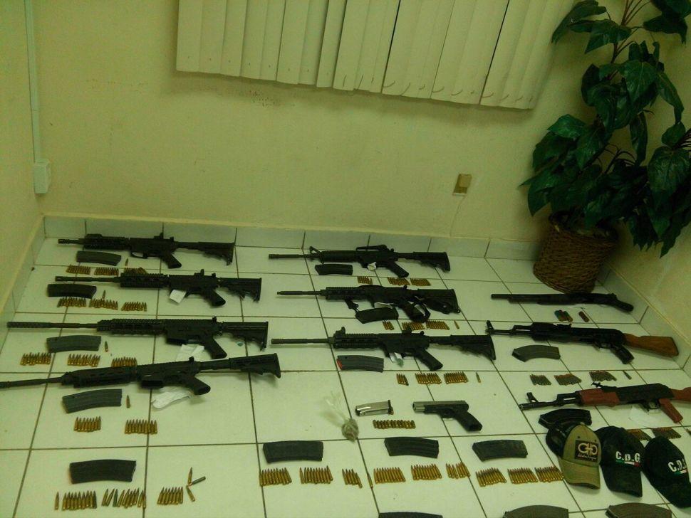 Grupo de Coordinación Tamaulipas detiene a 10 y asegura armamento. (GCT)