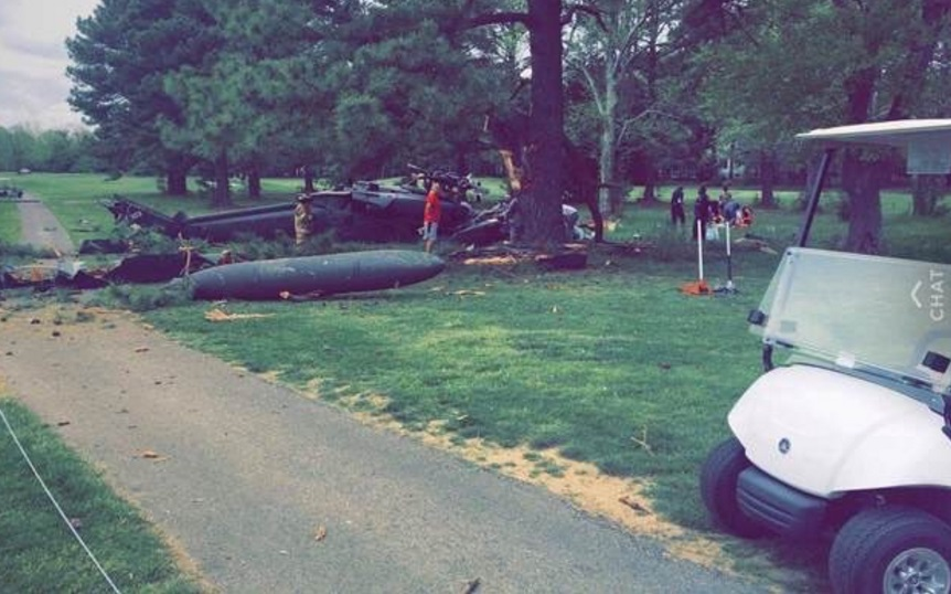 Un helicóptero militar se estrelló en un campo de golf en Leonardtown, Maryland (Twitter @Breaking911)