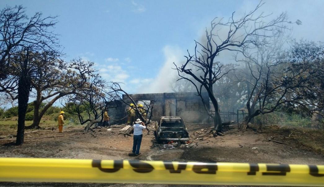 Elementos de Protección Civil, bomberos, Cruz Roja y Policía municipal atendieron el siniestro que ya fue controlado. (Twitter @CAROLINAOCAMPOH)
