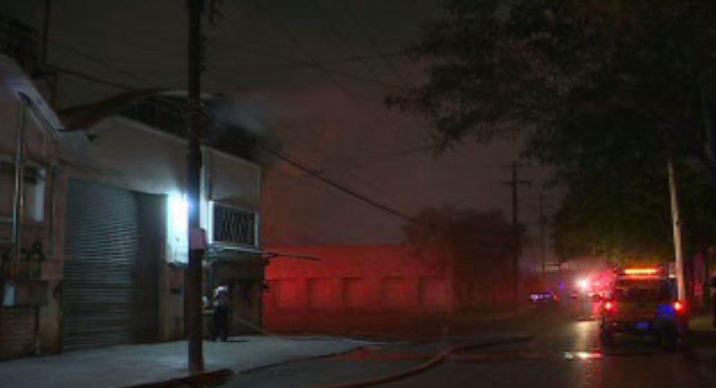 Incendio en bodega de Monterrey, Nuevo León (Noticieros Televisa)