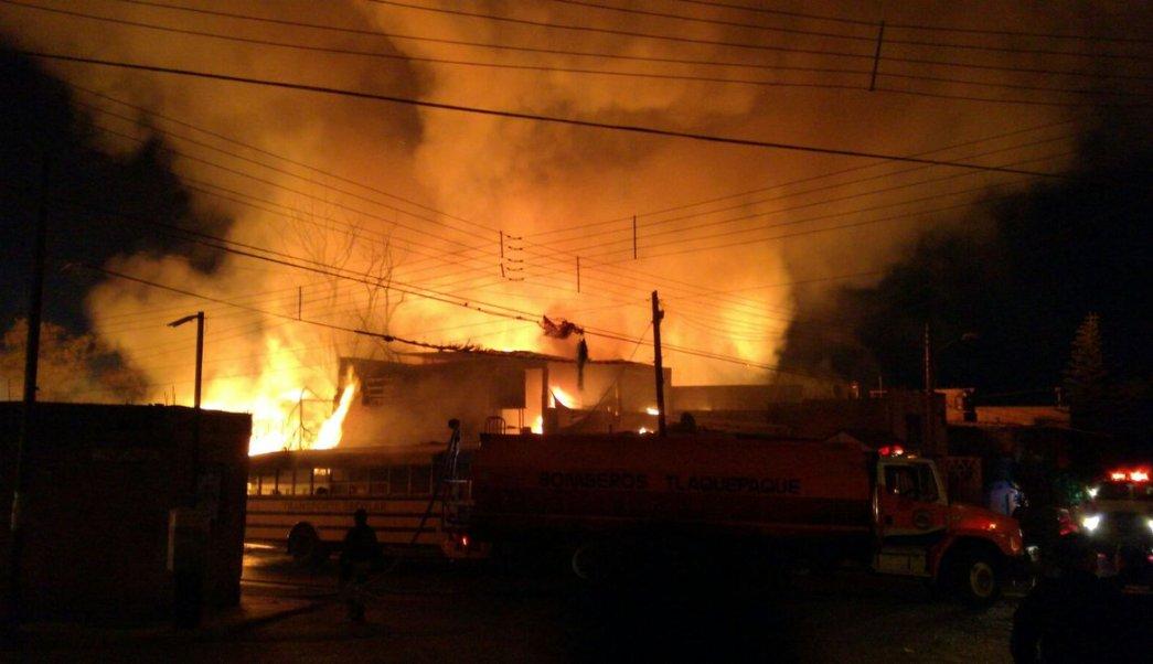 El fuego fue controlado después de las 22:00 horas. (Twitter. @tonioccidental)