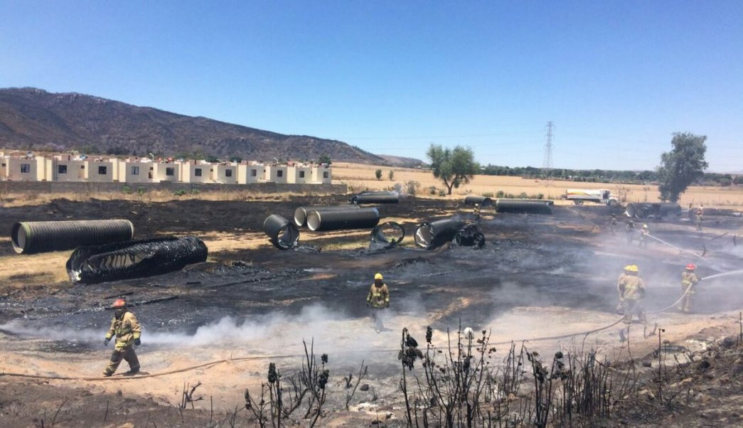 El incendio fue controlado en su totalidad horas después por elementos de Protección Civil del estado y Bomberos de Zapopan. (Twitter: @UMPCyBZ)