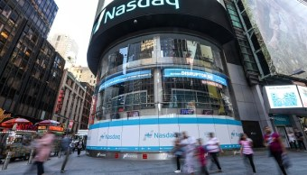 Vista del mercado de valores Nasdaq en Manhattan (Getty Images, archivo)