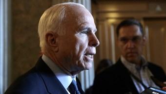 John McCain, senador republicano estadounidense.