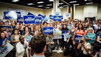 El demócrata Jon Ossoff se medirá en la segunda vuelta del 20 de junio con la republicana Karen Handel. (Twitter: @ossoff)
