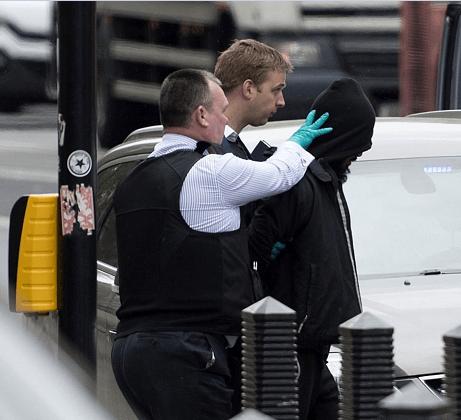La Policía británica arrestó a un sospechoso cerca del Parlamento en Londres. (EFE)