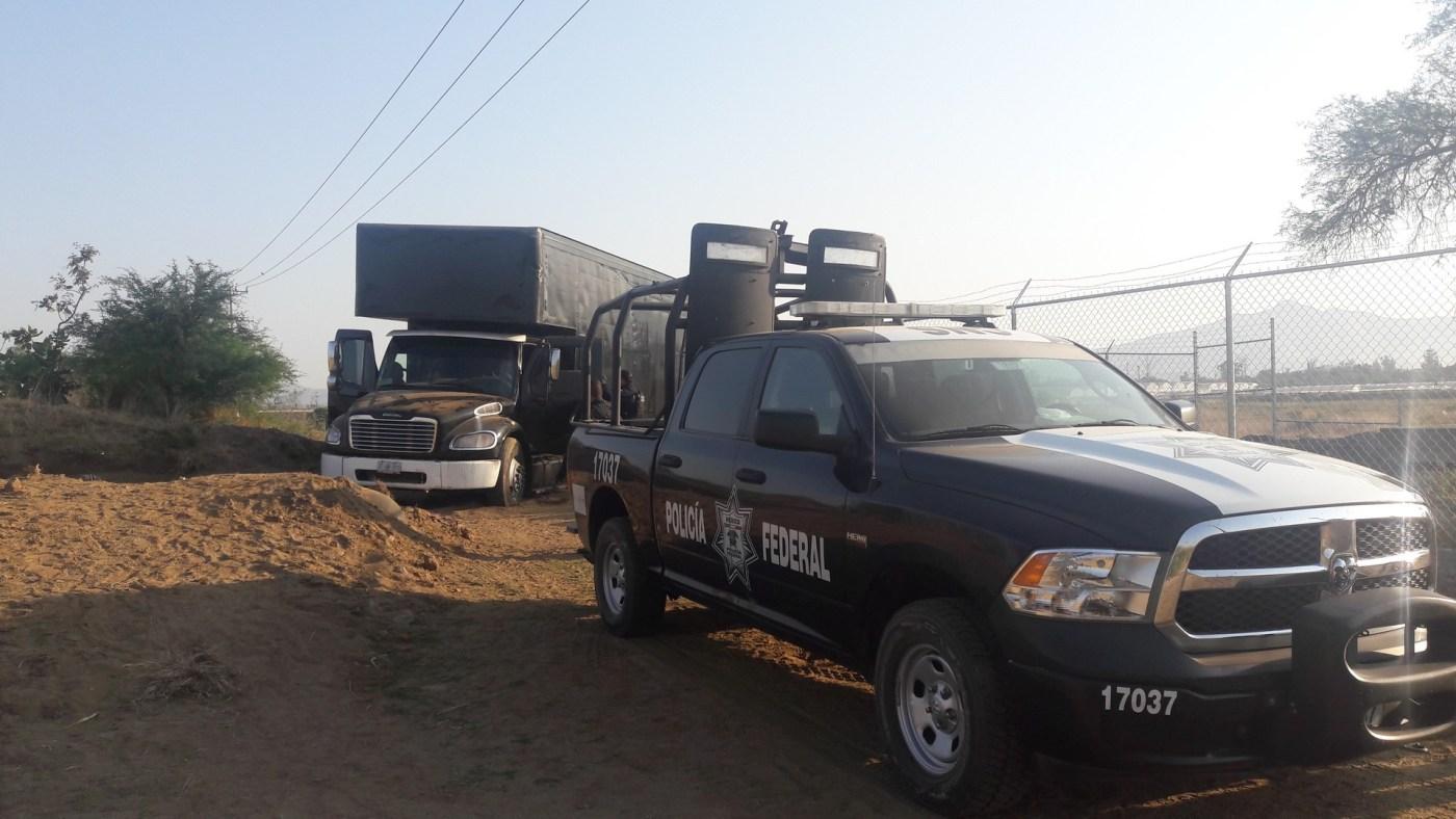 La Policía Federal asegura 21 mil litros de gasolina robada en Silao, Guanajuato (Noticieros Televisa)