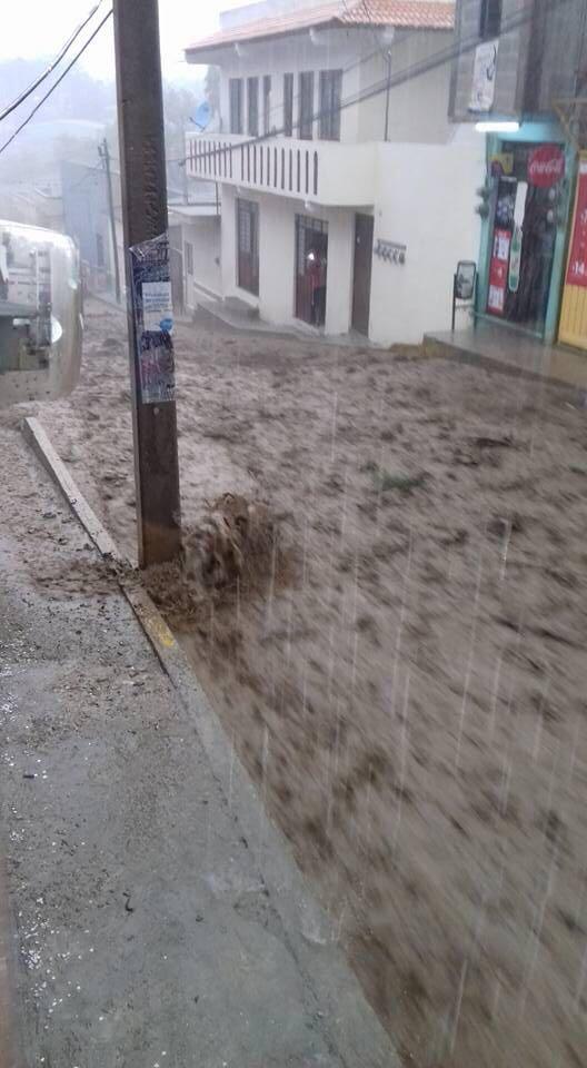 Lluvias en Oaxaca deja dos heridos y un desaparecido. (Noticieros Televisa)