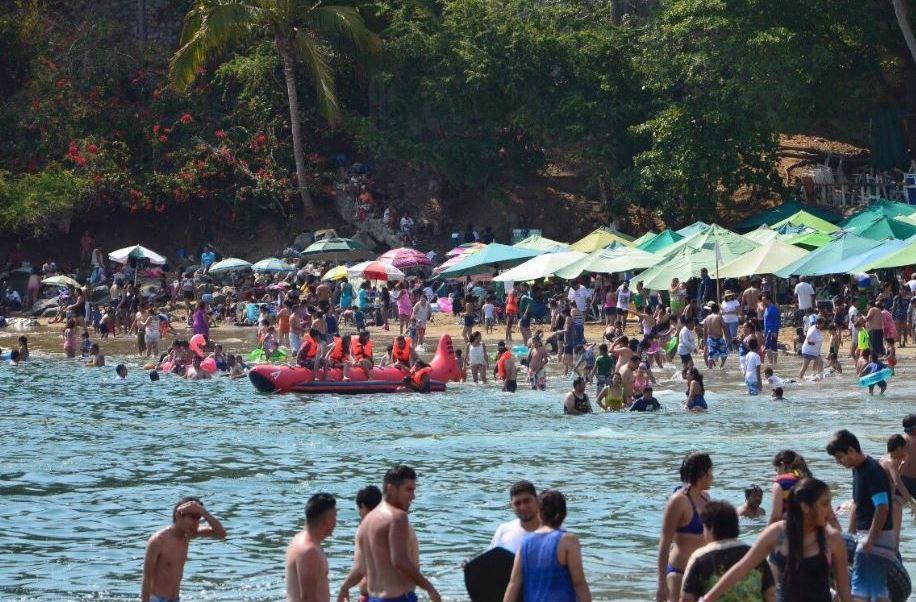 Se estima que más de 60 mil turistas vacacionaron en las costas de Colima durante esta temporada (Twitter/@berthareynoso)