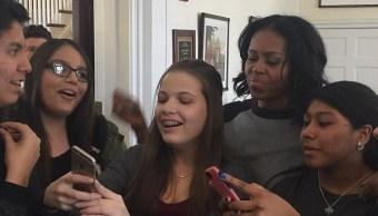 La ex primera dama de EU, Michelle Obama, sorprende a nueve estudiantes de Montana (Foto: dailymail.co.uk)
