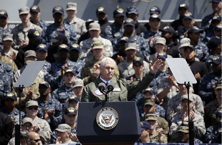Pence habló a bordo del USS Ronald Reagan. (AP)