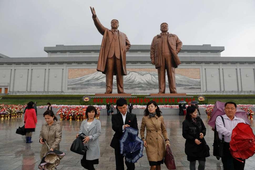 Miles celebran al fundador de Corea del Norte, Kim Il Sung.