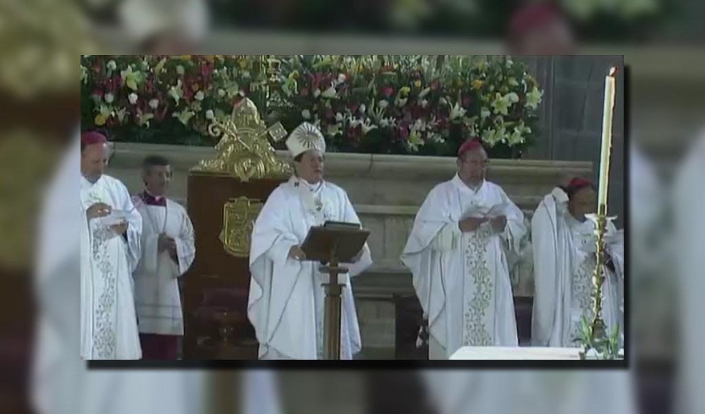 Norberto Rivera oficia la Misa Crismal en la Catedral Metropolitana (Noticieros Televisa)