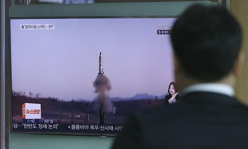 Pyongyang dispararó un misil balístico en el Mar de Japón un día antes que Corea del Sur. (AP, archivo)