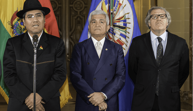 FOTO: El embajador de Bolivia Diego Pary, su homólogo de Belice, Patrick Andrews, y el Secretario General de la organización, Luis Almagro, el 04 de enero de 2020