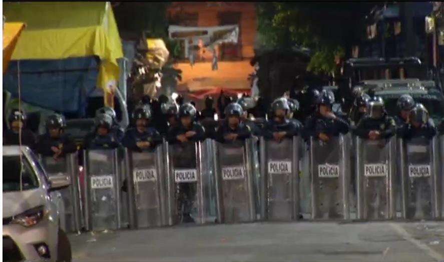 Policías capitalinos apoyan operativo contra la piratería en el Centro Histórico (Noticieros Televisa)
