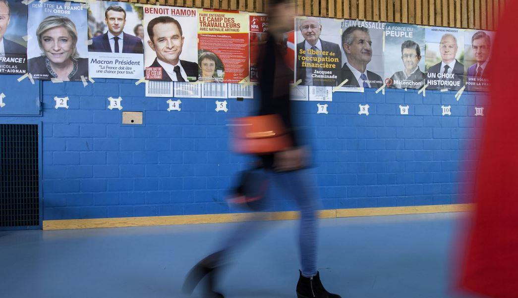 Pancartas de los candidatos a la presidencia de Francia. (AP)