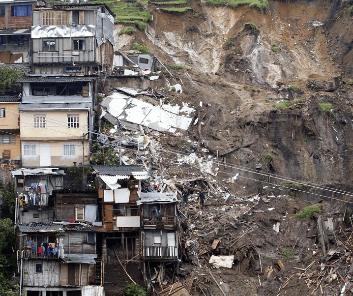 Panorámica de los deslizamientos de tierra ocurridos en Manizales, capital del departamento de Caldas, Colombia. (EFE)