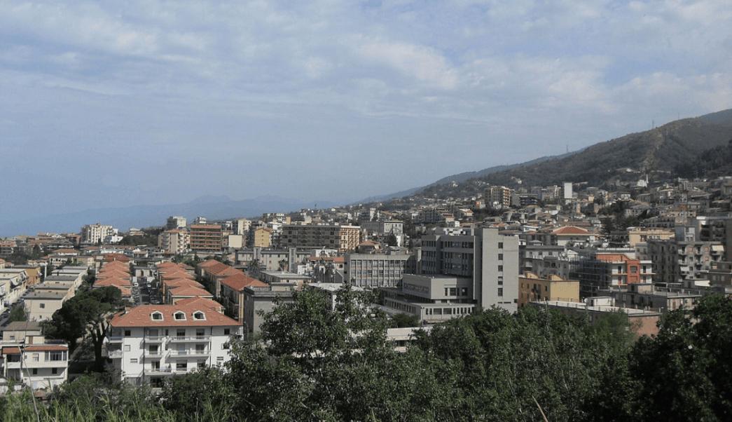 De acuerdo a información obtenida por Noticieros Televisa, Tomás Yarrington vivía solo en un departamento en Paola, Italia. (Wikipedia, archivo)