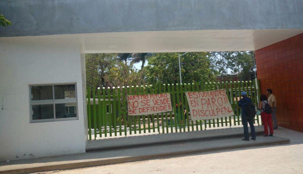 Más de cinco mil estudiantes de por lo menos 15 licenciaturas se ven afectados por el paro en la Universidad de Ciencias y Artes de Chiapas. (Twitter @osadiainforma)