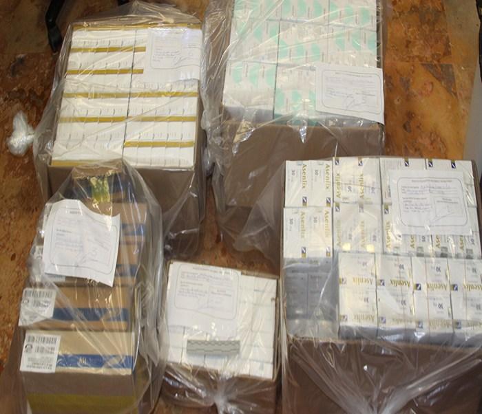 El detenido y las pastillas psicotrópicas asegurados fueron puestos a disposición del Representante Social de la Federación. (Noticieros Televisa)