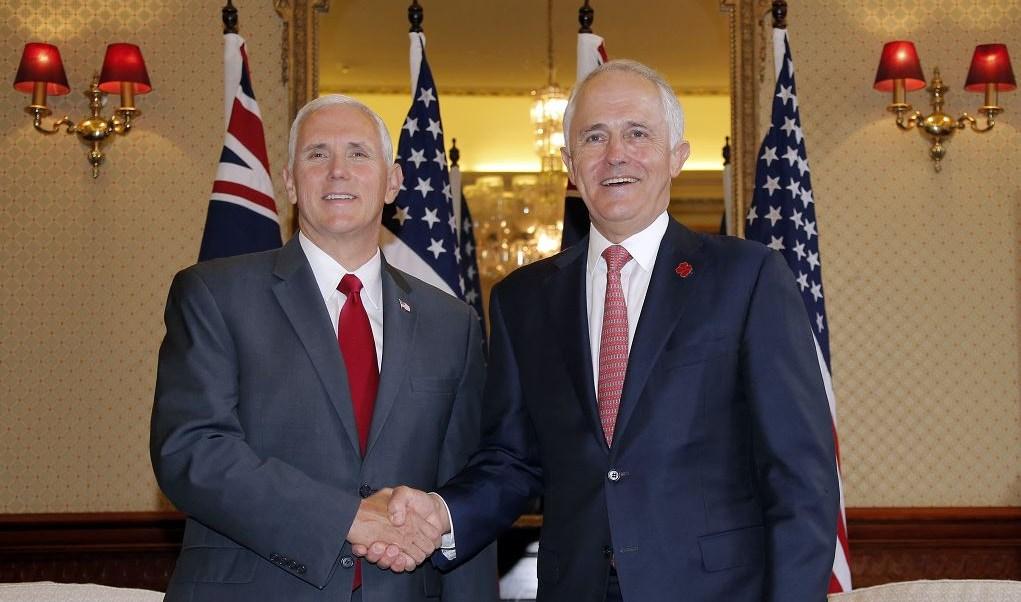 """""""Creemos que el desarme nuclear y balístico de Pyongyang puede alcanzarse de forma pacífica debido en gran parte al nuevo compromiso de China"""", dijo Pence en una rueda de prensa en Sídney junto al primer ministro australiano, Malcolm Turnbull. (AP)"""