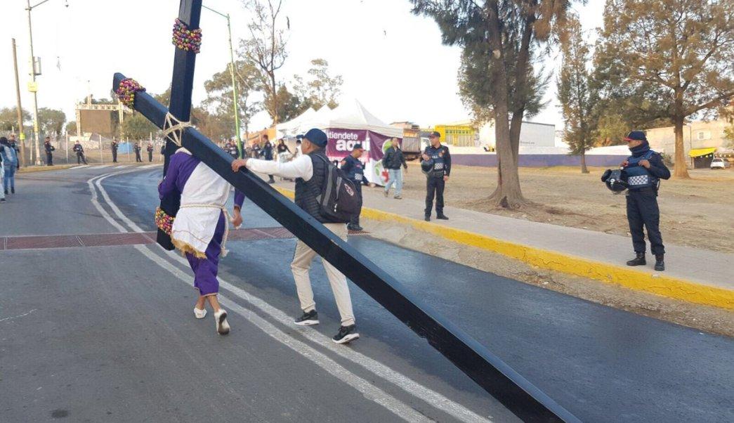 Policía capitalina aplica dispositivo de seguridad por Viacrucis en Iztapalapa. (Twitter @SSP_CDMX)