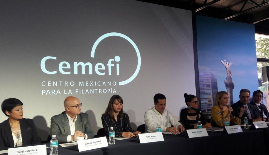 Integrantes de la iniciativa privada firmaron el convenio 'Por un buen camino'. (Twitter: @maxlill)