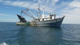 Aseguran embarcación por pescar en área protegida en el Alto Golfo de California. (Profepa)