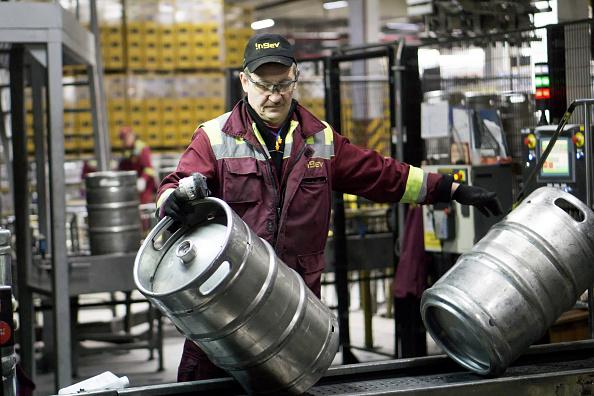 Precios al productor caen presionados por un descenso en el costo de los servicios y de los productos energéticos. (Getty Images)